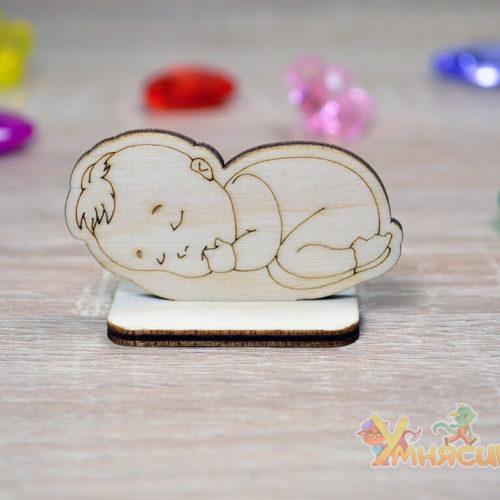 Фигурка младенца из фанеры